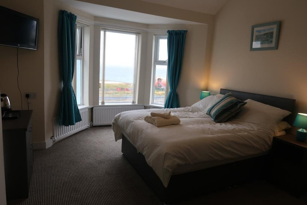 Port-na-glas Visit Portrush Northeen Ireland Double Bedroom with view over Barrys Amusments
