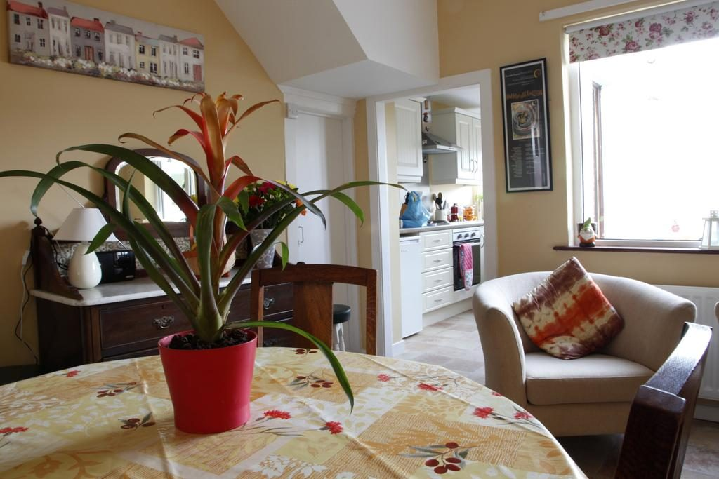 Atlantic Way kitchen and dining area
