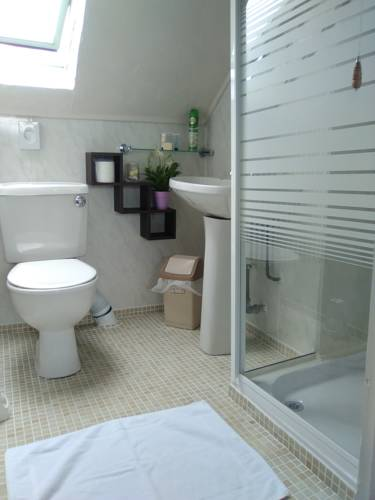Avarest House Bed and Breakfast - bathroom 3