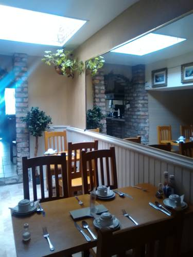 Avarest House Bed and Breakfast - dining area 2