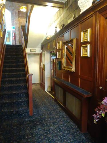 Avarest House Bed and Breakfast - hallway and stairway