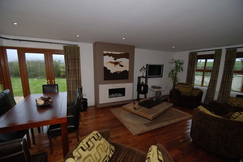 Magheraboy Road living room and dining area