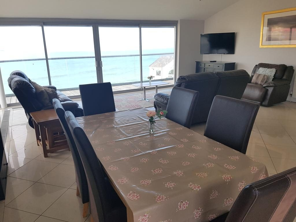 Ocean View Penthouse dining room