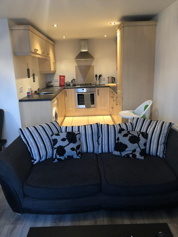 Peninsula Apartment Portrush - living room and kitchen