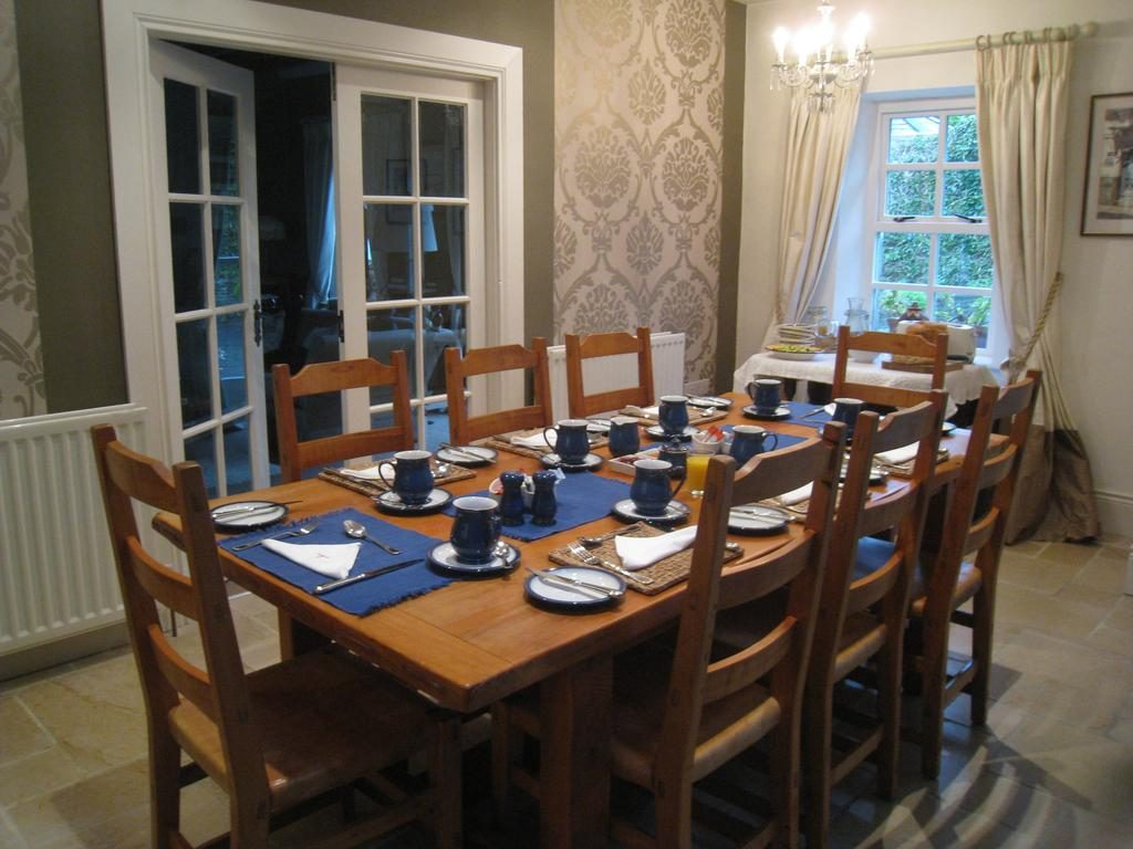 Shola Coach House B&B dining room