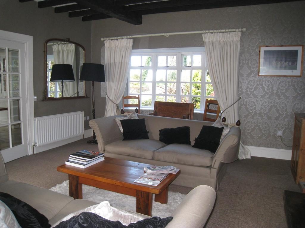 Shola Coach House B&B living room