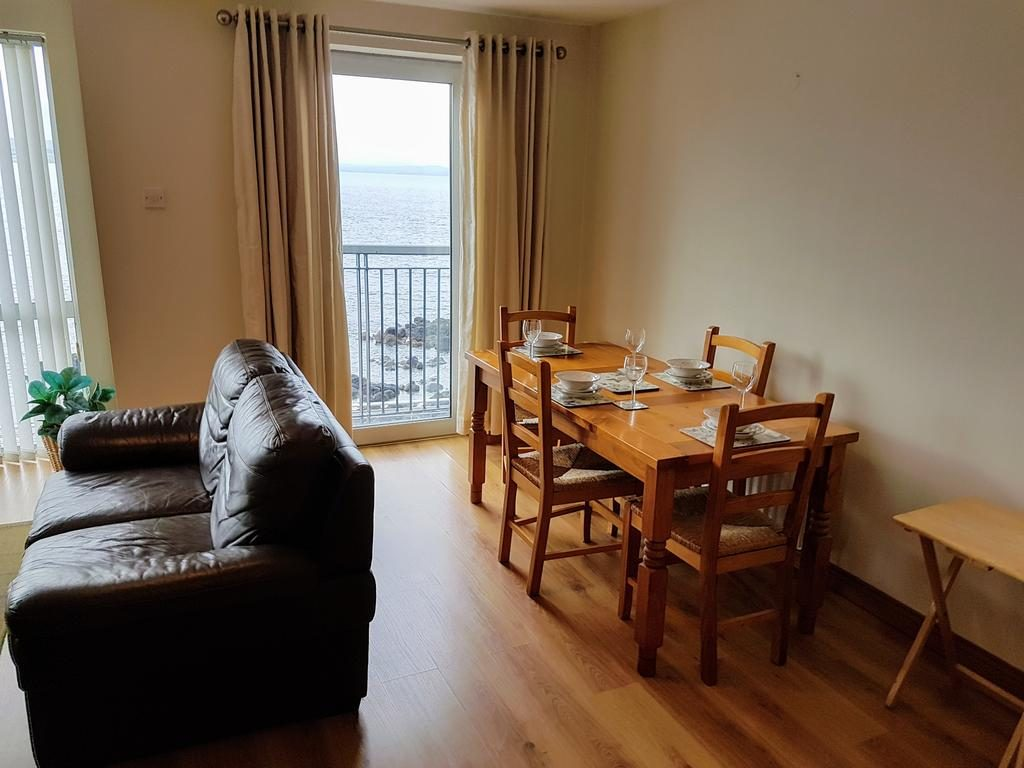 11 Morelli Plaza - Seaview Apartment - kitchen table