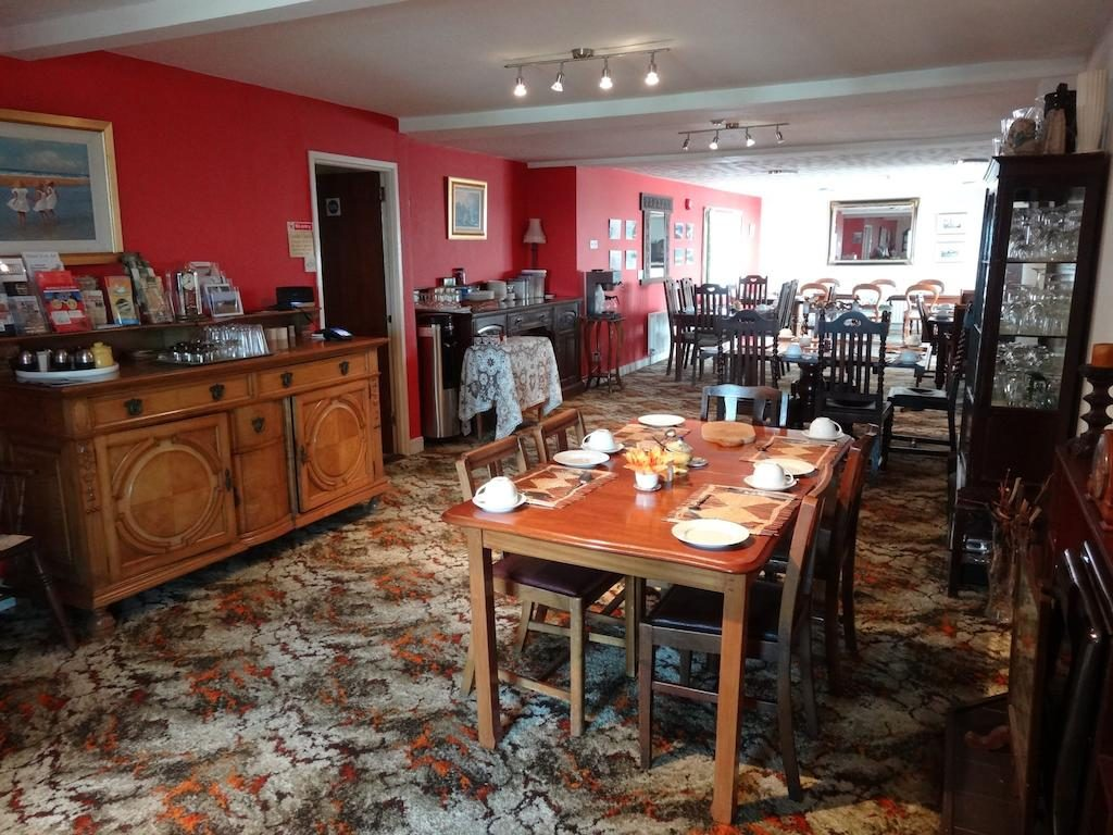 Carnside Guest House dining room