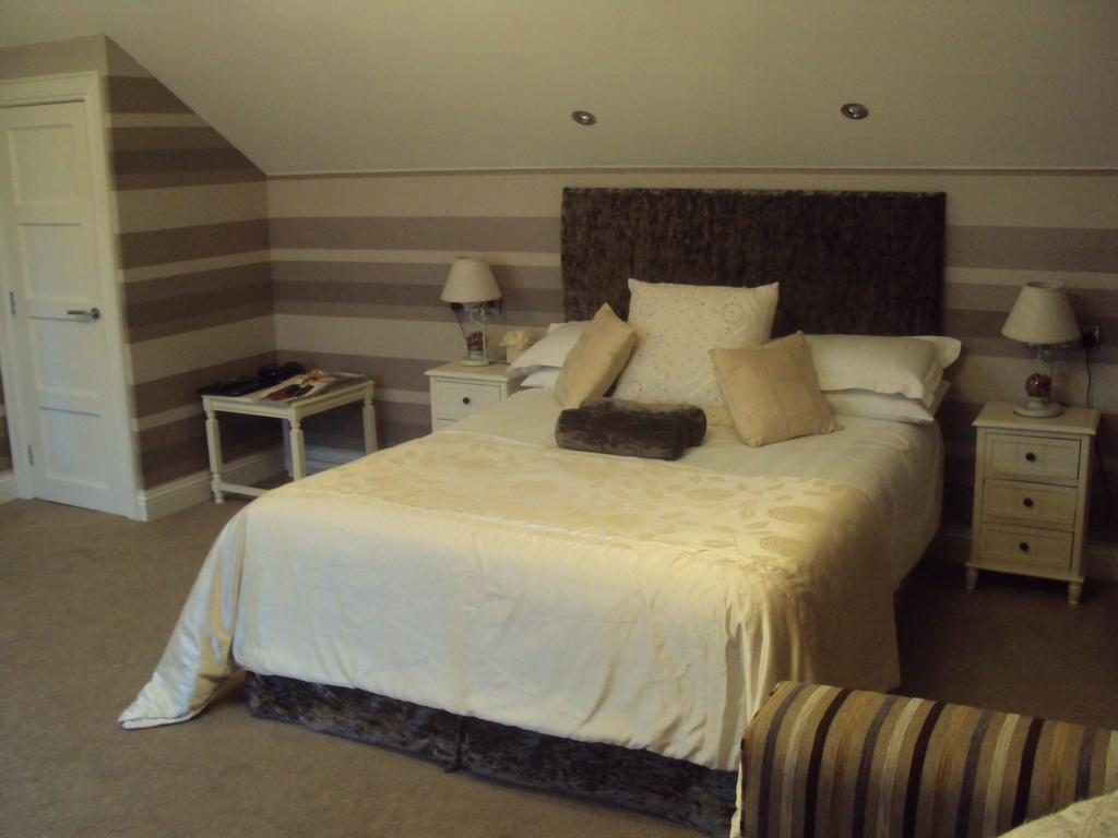 Causeway Lodge bedroom 1
