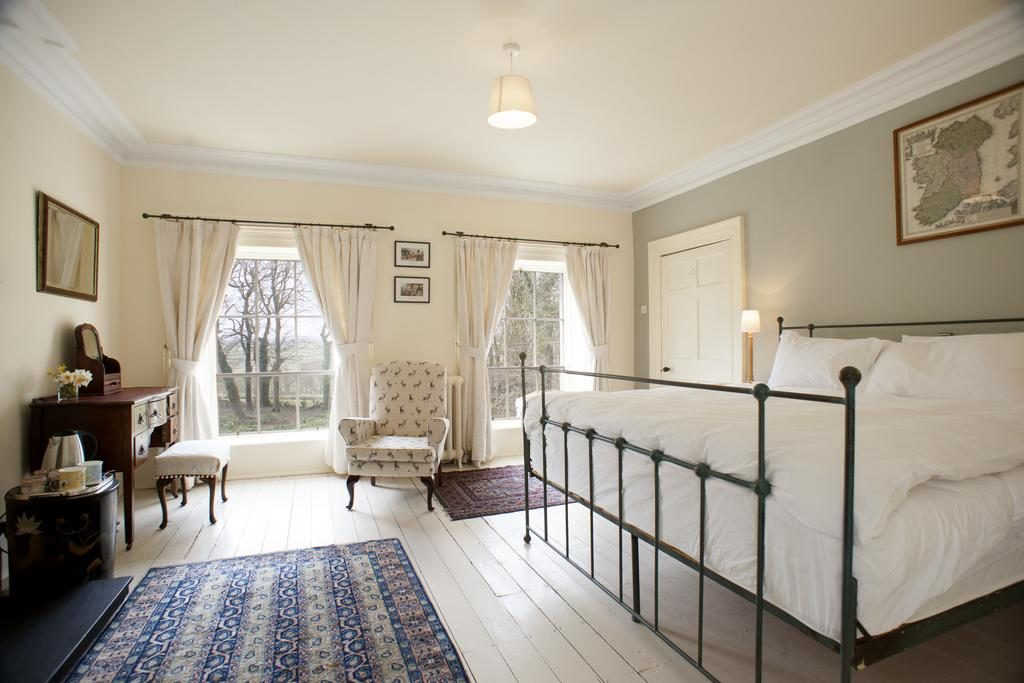 Dromore House Historic Country house bedroom