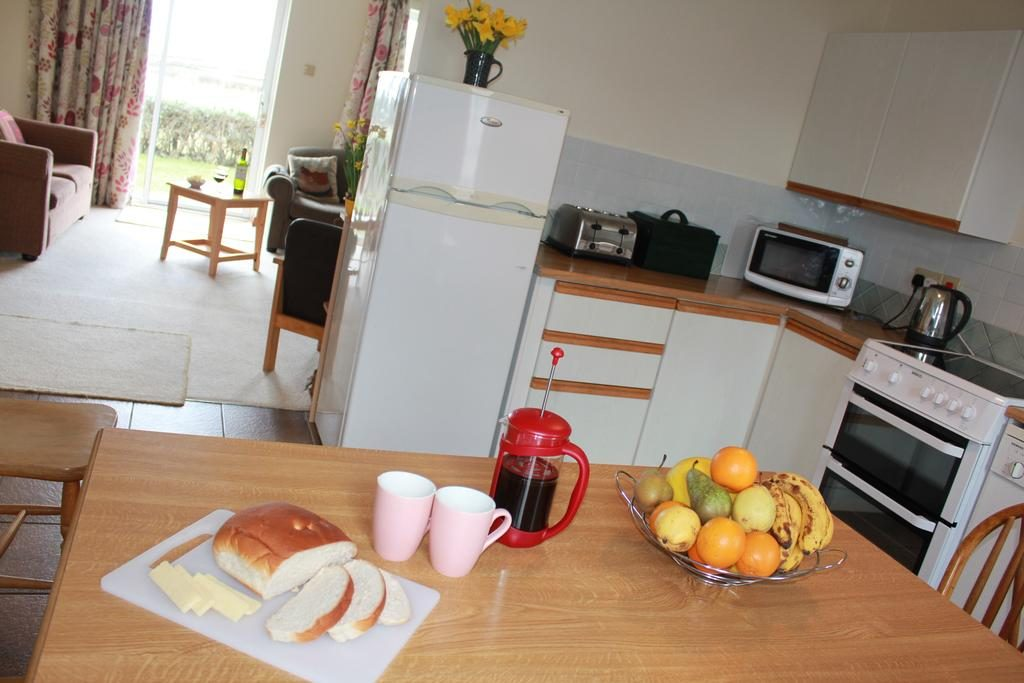 Giant's Causeway Holiday Cottages dining table