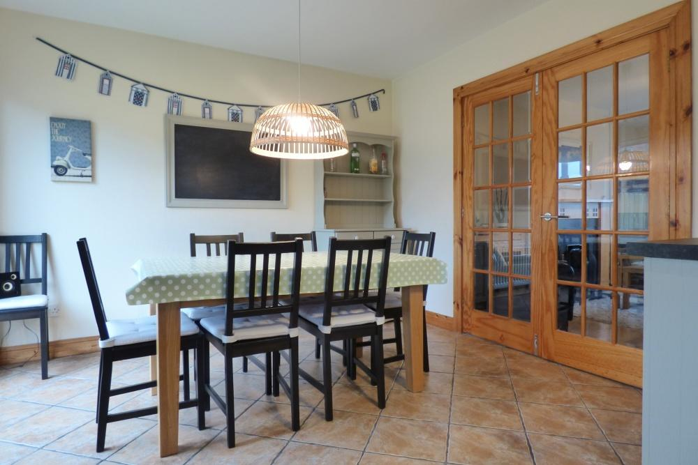 Millstone House family friendly holiday let in Portstewart - dining room