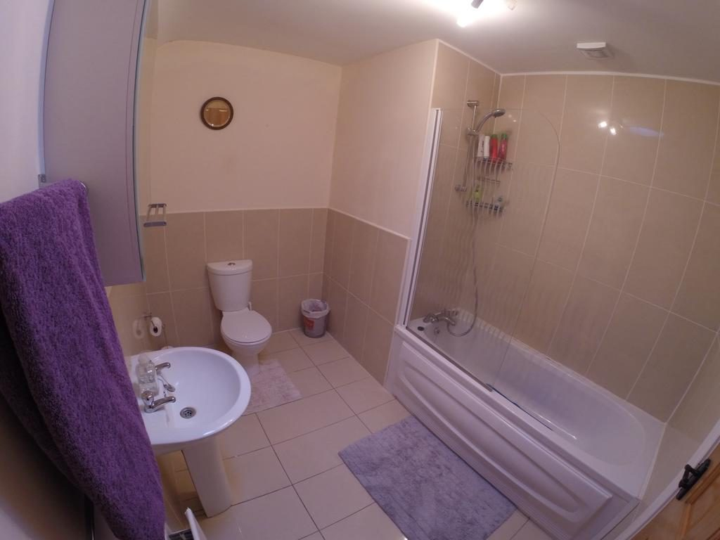 Self Catering Holiday Home - bathroom