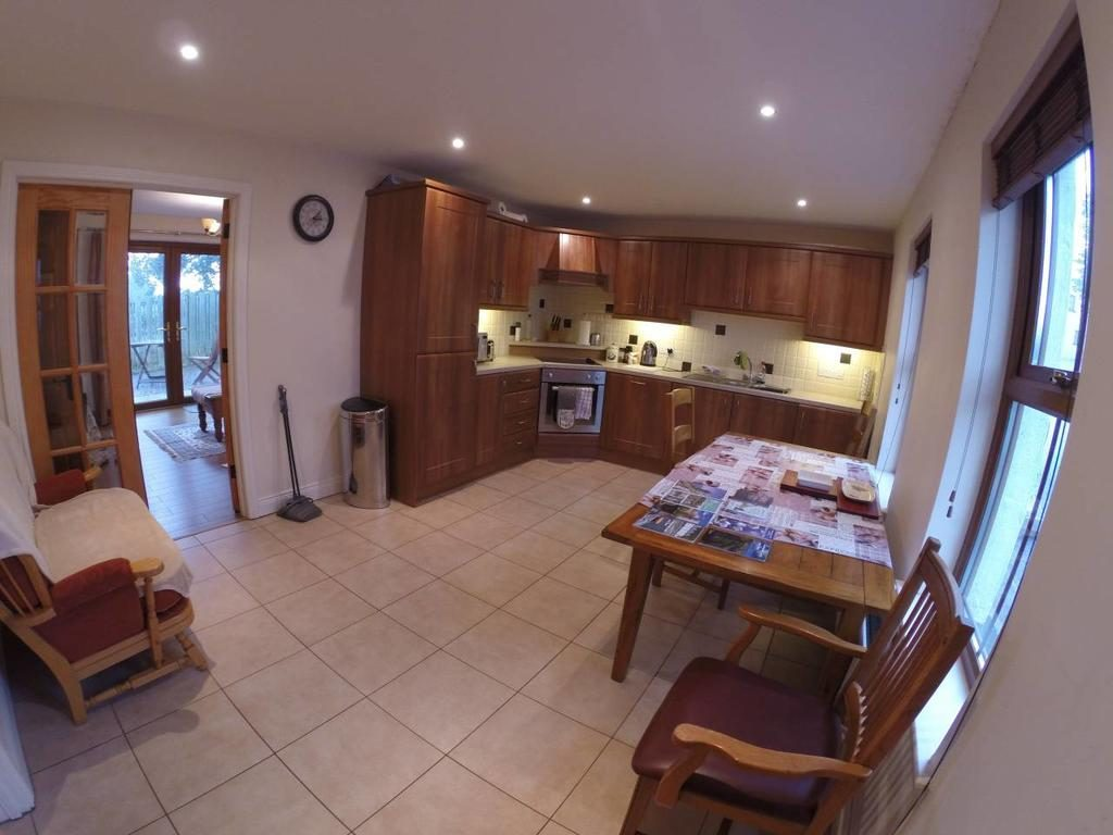 Self Catering Holiday Home - kitchen