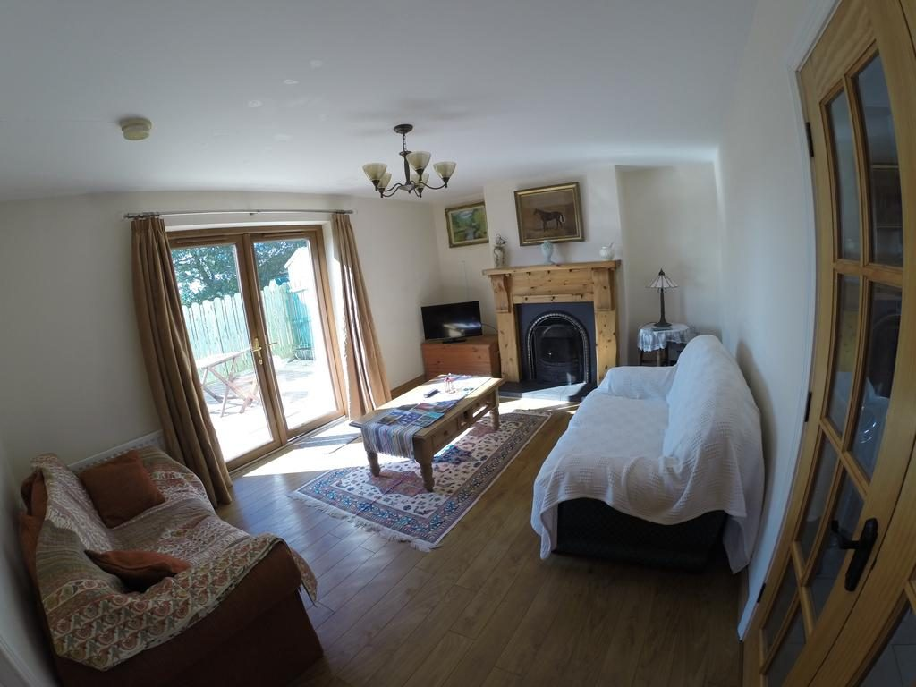 Self Catering Holiday Home - living room